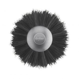 We're Big on Smooth! A lightweight, handcrafted round brush made with a blend of natural boar and nylon bristles, and an innovative, easy-to-grip cork-blend handle for creating a smooth, sleek blowouts.
