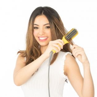The quickest way to be smooth & frizz-free! Compact and travel-friendly design combines the heat of a flat-iron with the structure of a paddle brush to create a smooth a smooth, frizz-free look in one easy step.