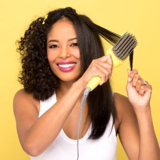 The quickest way to be smooth & frizz-free! Combines the heat of a flat-iron with the structure of a paddle brush to create a smooth, frizz-free look in one easy step.